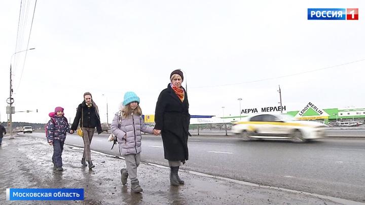 Опасный путь в школу: в Подмосковье родители требуют изменить маршрут автобуса