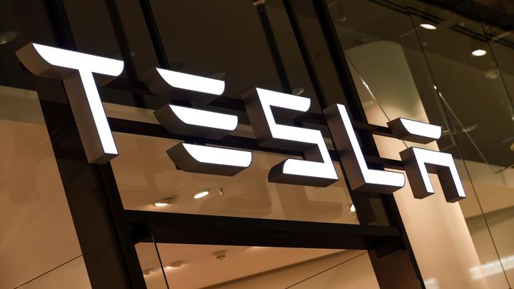"""Tesla перенесла запуск полного автопилота из-за """"опасений в последнюю минуту"""""""