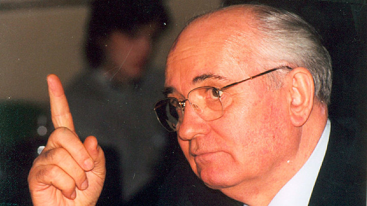 """Горбачев высказался о """"разбойничьих планах"""" политиков"""