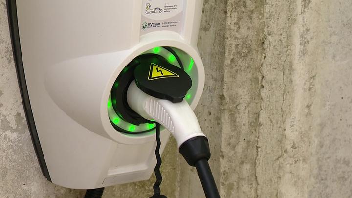 Первая зарядная станция для электромобилей в новом формате заработала в Москве