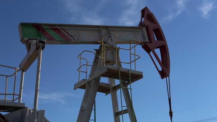 """Рубль и нефть усилились, евро """"улетел"""" в прошлый август"""