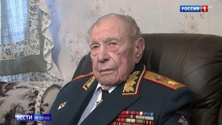 Лейтенантом поднимал бойцов в атаку: умер последний министр обороны-фронтовик