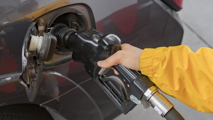 Пять признаков заправки левым бензином