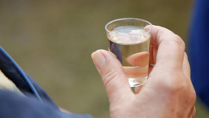 Трое жителей Челябинской области насмерть отравились спиртом