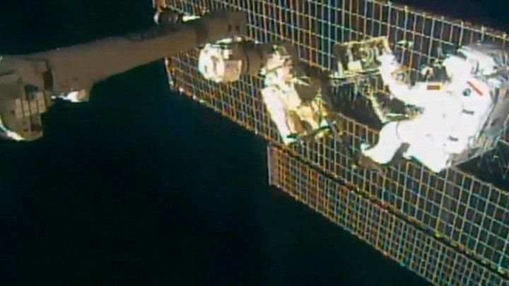 Кимбро и Песке развернули на МКС новую солнечную панель