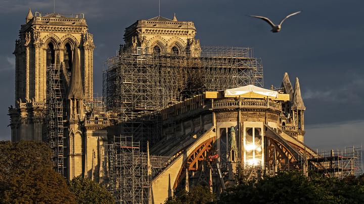Настоятель собора Парижской богоматери опасается обрушения лесов на свод здания