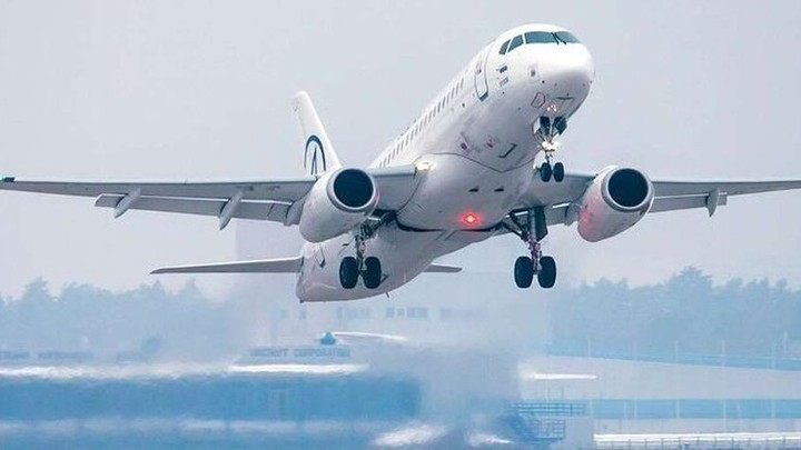 Пассажирский самолет, вылетевший из Москвы, подал сигнал тревоги