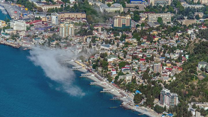 Пляжи Ялты начали восстанавливать после разгула стихии