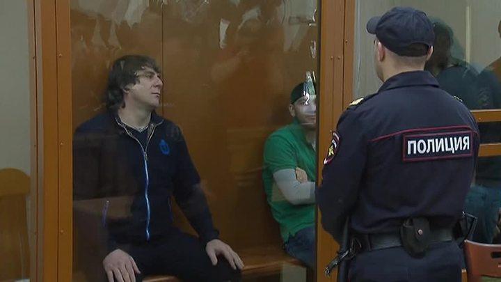 ФСИН проверит, почему убийца Немцова сидел за столом с шашлыками