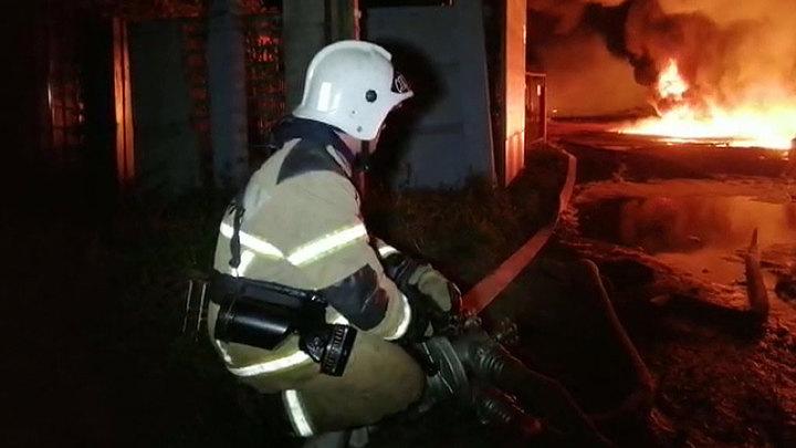 """В Екатеринбурге на предприятии """"Пневмомаш"""" произошел крупный пожар"""