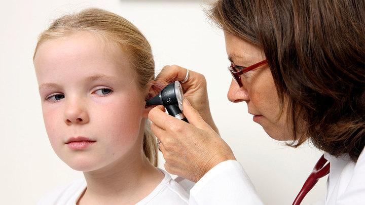 Заложенность ушей может свидетельствовать о COVID-19