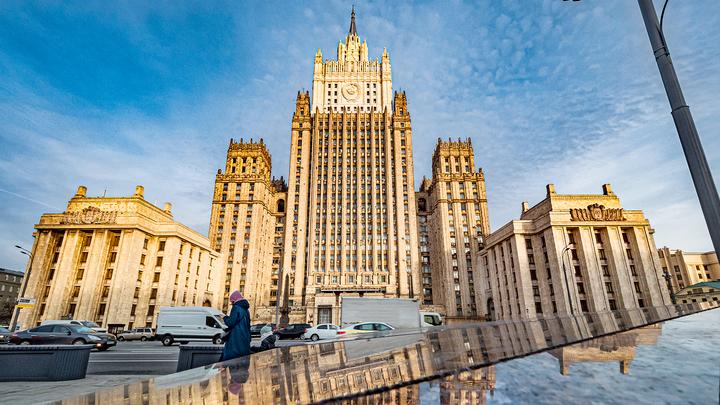 Эстонский посол покинул МИД РФ без комментариев вслед за британским