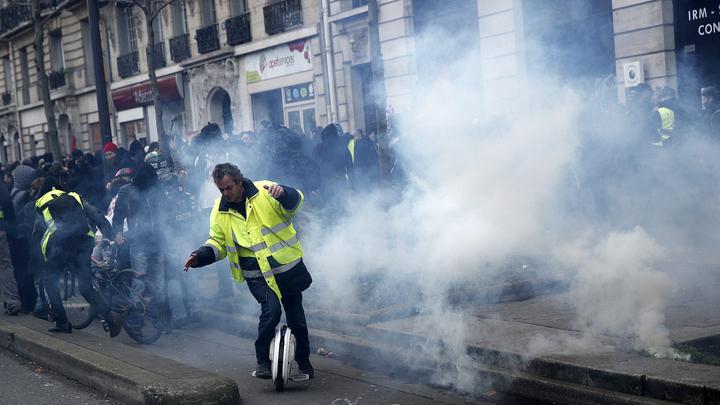 Во Франции шествия вылились в беспорядки и погромы