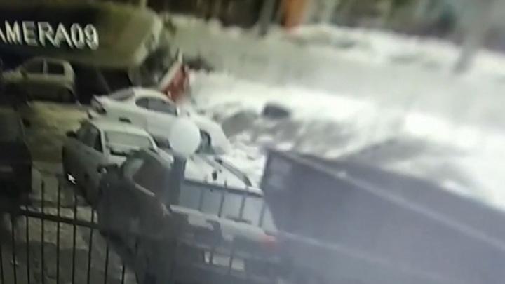 Трамвай придавил пять машин в Самаре