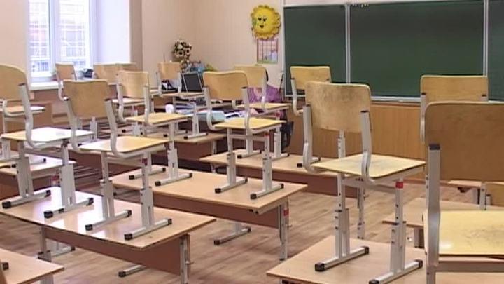 В Смоленске девочка выпала из окна школы, ситуация на контроле у губернатора