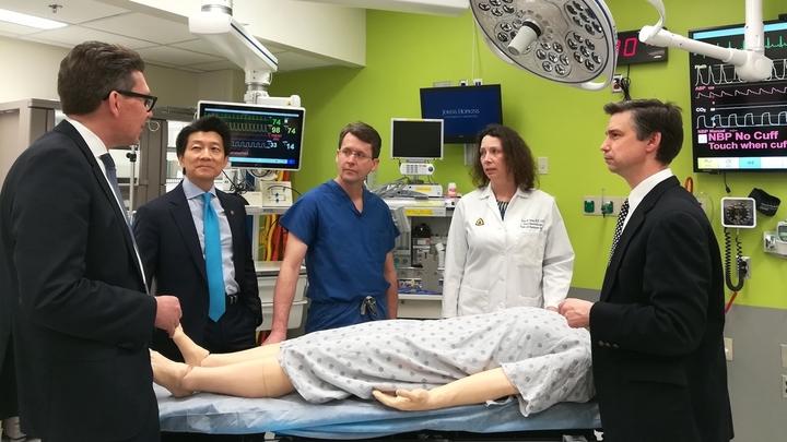Первая в мире операция по пересадке пениса и мошонки прошла успешно