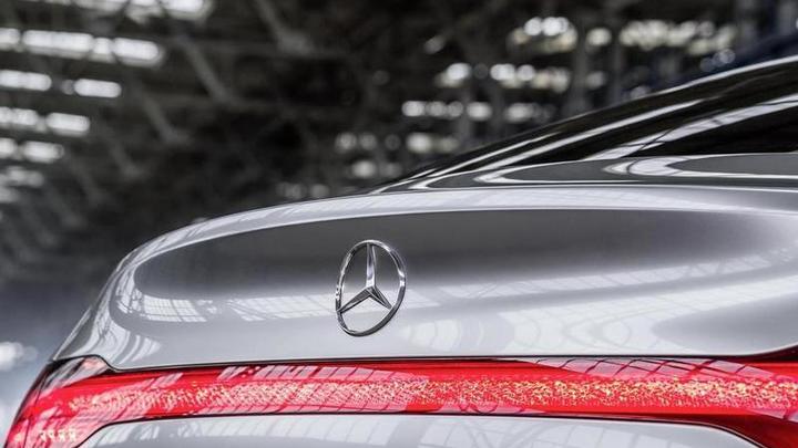 Mercedes-Benz отказался от гибридов