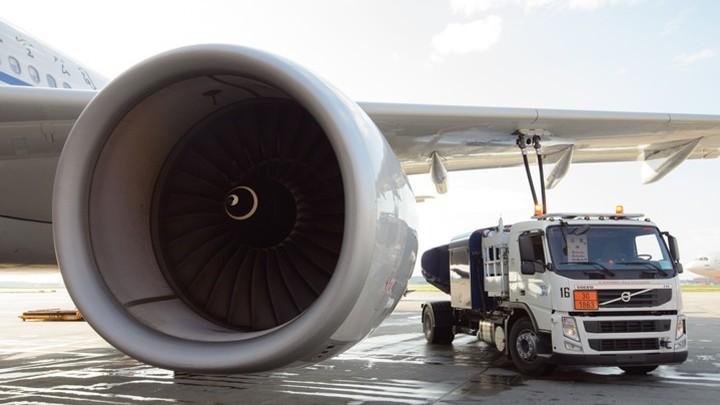 Самолет вице-президента США Пенса вернулся в аэропорт вылета после столкновения с птицей
