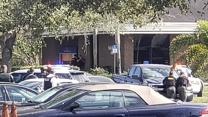 Стрельба во Флориде: 2 полицейских ранены, нападавший убит