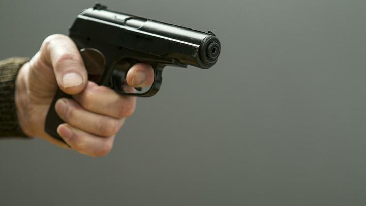 Подросток стрелял из пневматического пистолета в школьной раздевалке