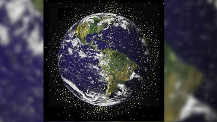 Спутник впервые поймал сетью космический мусор