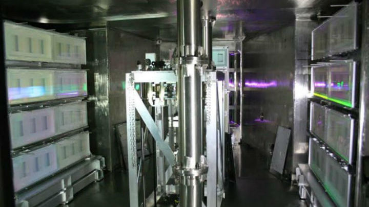 Мощные фемтосекундые лазерные импульсы меняют свойства моттовских диэлектриков.