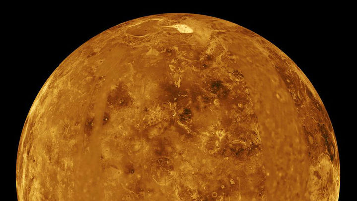 """В высоких широтах Венеры, как оказалось, есть """"озоновые шапки""""."""