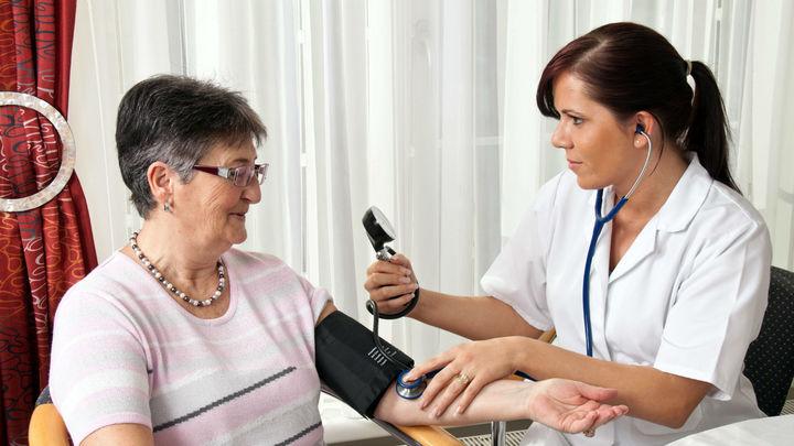 Синдром белого халата: измерять кровяное давление необходимо прежде всего в домашних условиях
