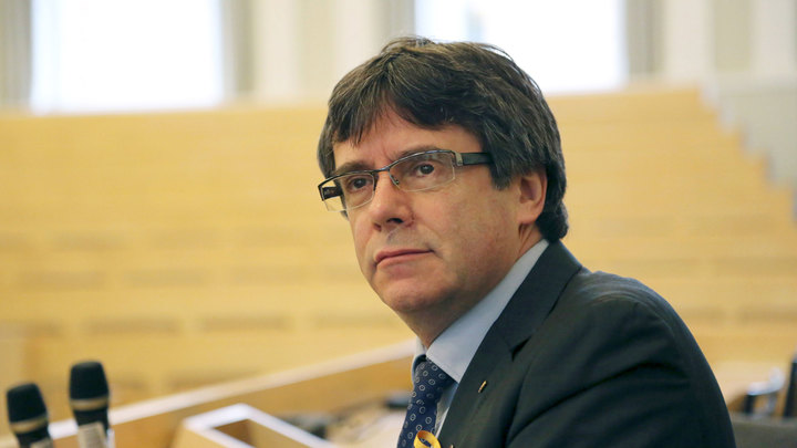 Евродепутаты лишили неприкосновенности Пучдемона и его коллег