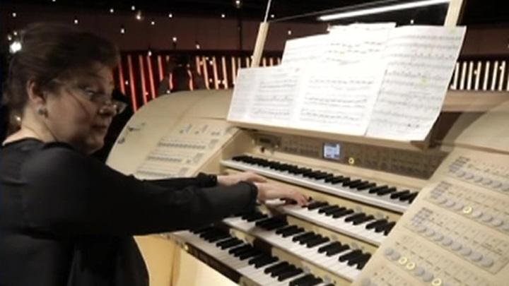 """Уникальный орган зазвучал в """"Зарядье"""": 20 мировых музыкантов будут играть 24 часа без перерыва"""