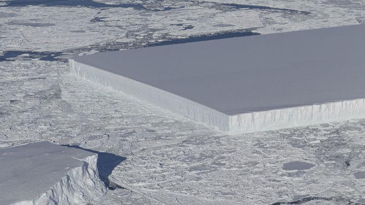 Мечта перфекциониста: НАСА опубликовало фото идеально прямоугольных айсбергов