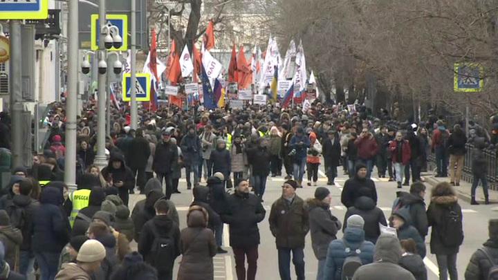 Полиция не допустила нарушений на акциях памяти Немцова