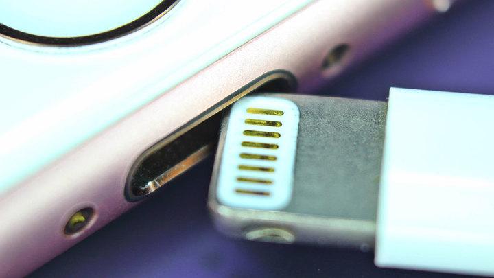 Компанию Apple могут вынудить отказаться от разъема Lightning