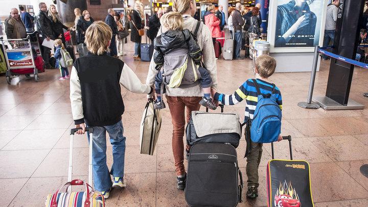 Несовершеннолетним упростили выезд за границу