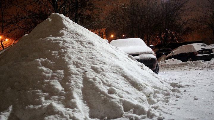 Сугробы высотой с машину: приморцы оказались в снежной ловушке