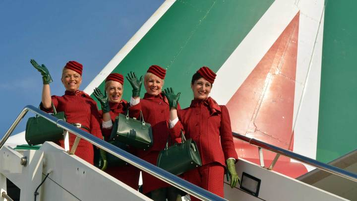 Стюардессы Alitalia провели акцию протеста