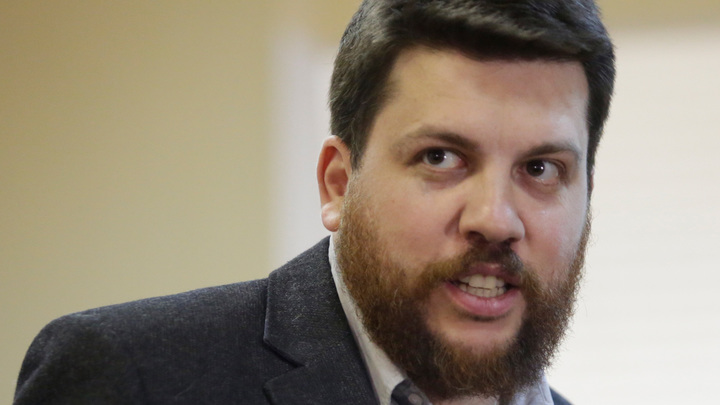 Мосгорсуд признал заочный арест соратника Навального Волкова