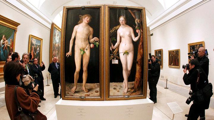 Языковед утверждает, что Бог создал Еву не из ребра, а из другой части Адама