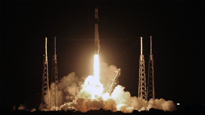 SpaceX запустила ракету со 143 спутниками