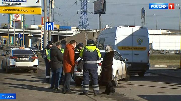 Столичных таксистов проверяют на наличие масок и антисептиков