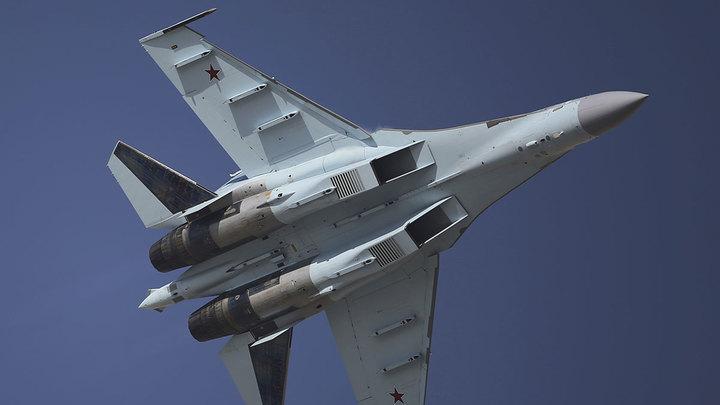 Три российских Су-35 сопроводили над Тихим океаном бомбардировщик США