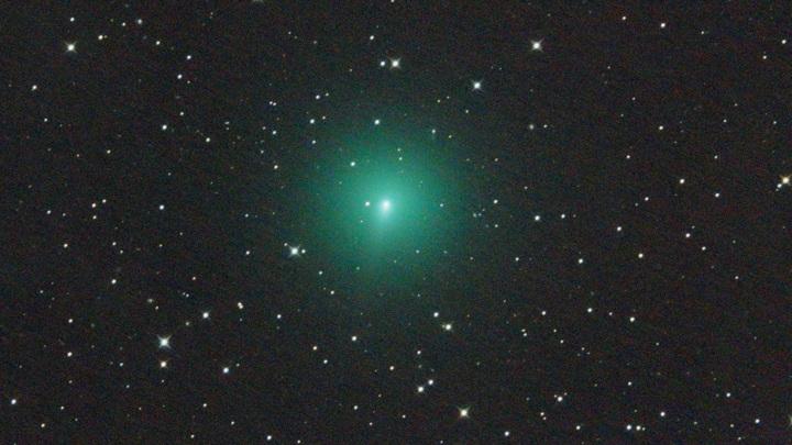 Неожиданно для астрономов яркость кометы начала увеличиваться.