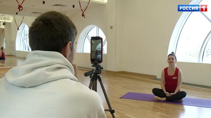 Закрытие фитнес-залов не повод расслабляться: клиенты осваивают онлайн-тренировки
