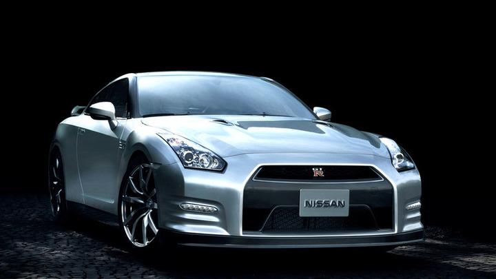 Nissan представил обновленный суперкар GT-R