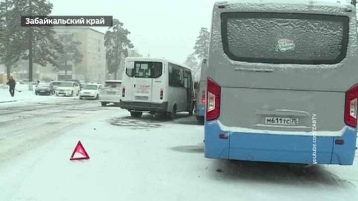 """""""Погода 24"""": восточные регионы страны замело снегом"""