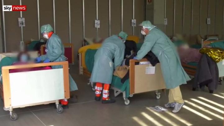 Ученые выяснили, когда наиболее опасен заболевший коронавирусом человек
