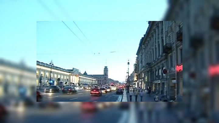 В Петербурге на треть выросли траты горожан на шляпы, мороженое и фруктовый лёд