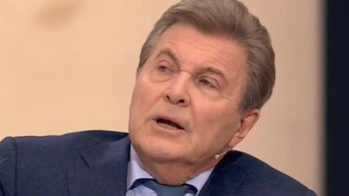 Лев Лещенко не прекращает работу даже в госпитале