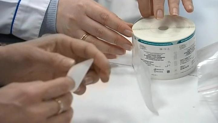 В Москве и Подмосковье развернут сервис сдачи тестов на коронавирус на дому