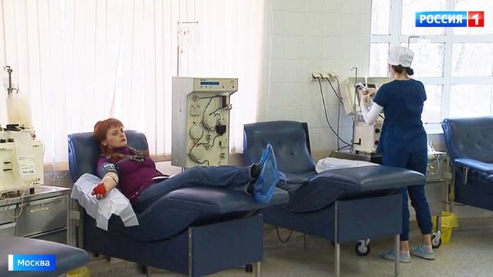 Лечение плазмой крови: победившие COVID-19 помогают другим больным